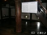 乾小天守と丸太柱