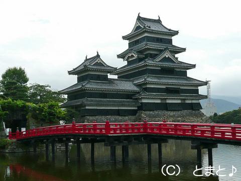 松本城天守と埋の橋(うずみのはし)