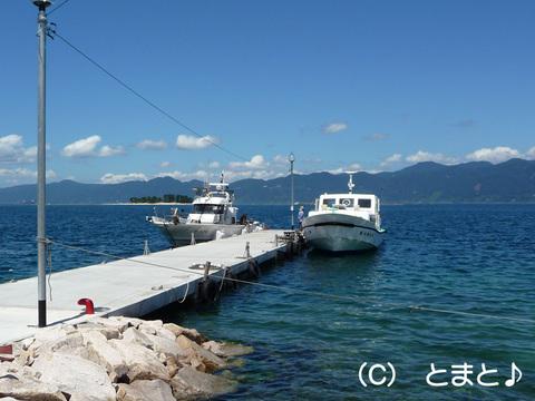 水島への渡し船